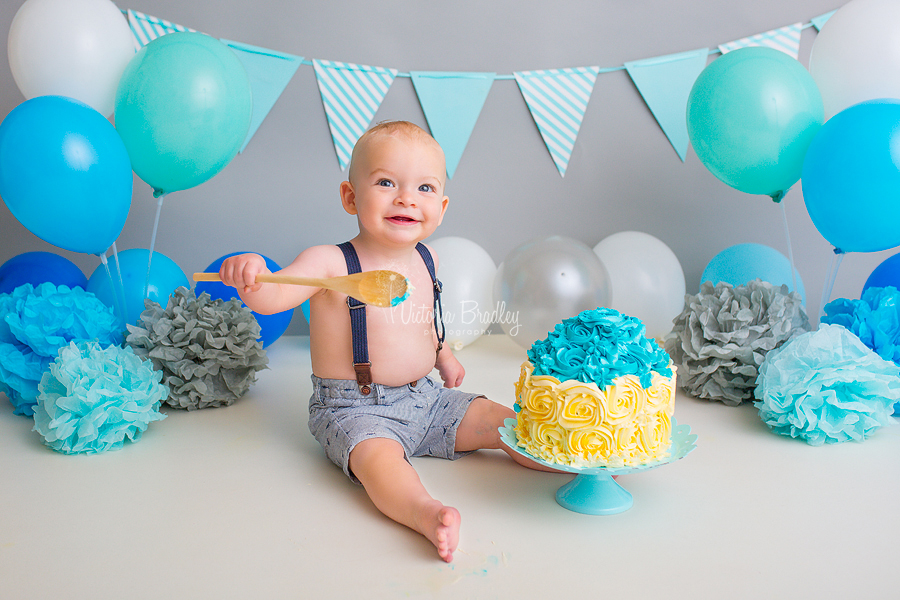 baby boy blues and grey cake smash