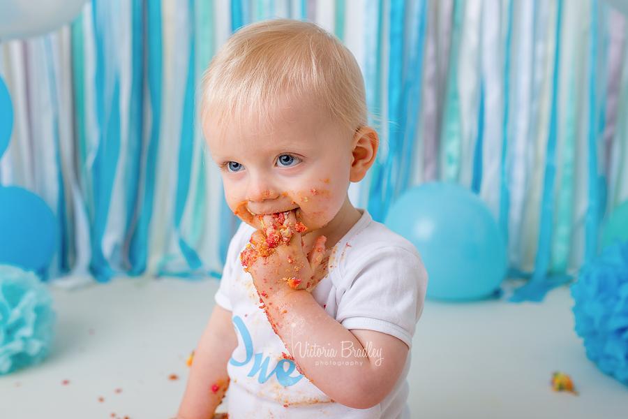 baby boy cake smash photography session.