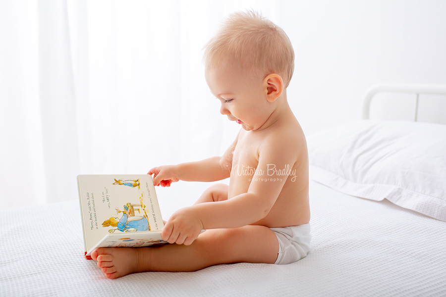 baby boy reading white room photography