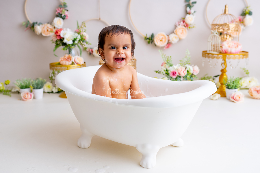 baby girl vintage cake smash bath tub