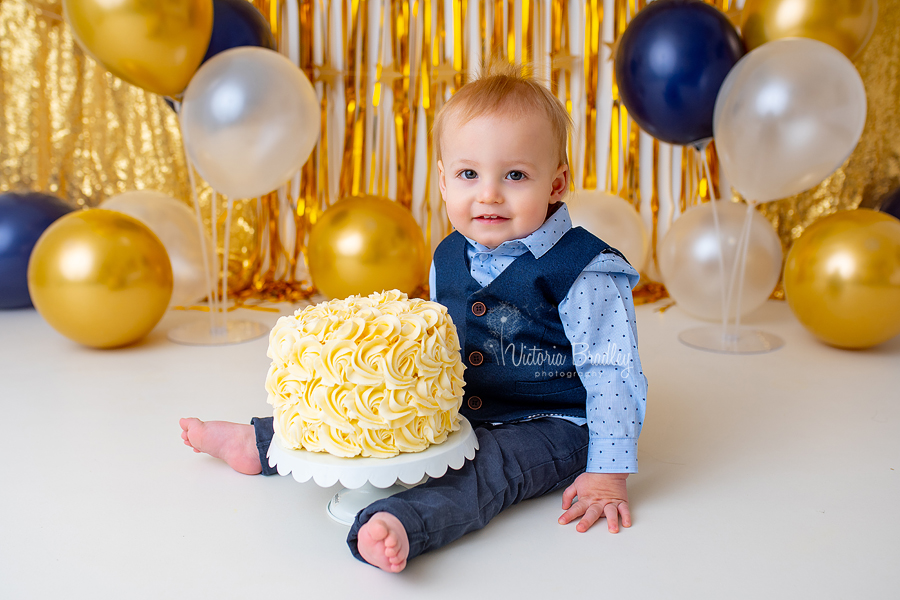 gold and navy cake smash photography
