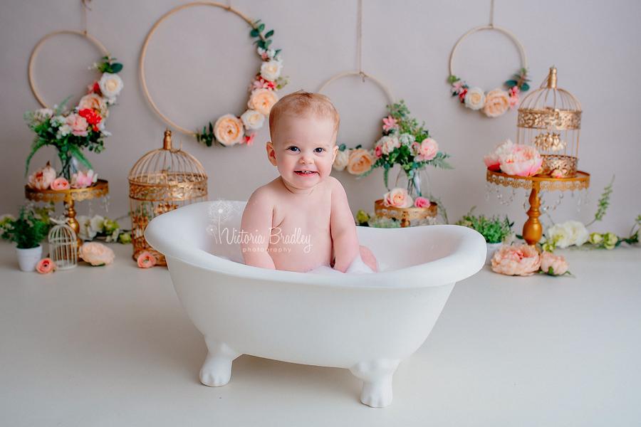 cake smash bubble bath time