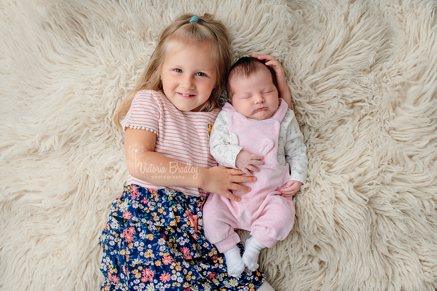 sibling and baby photography
