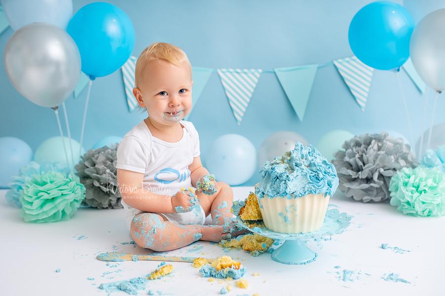 blue cake smash