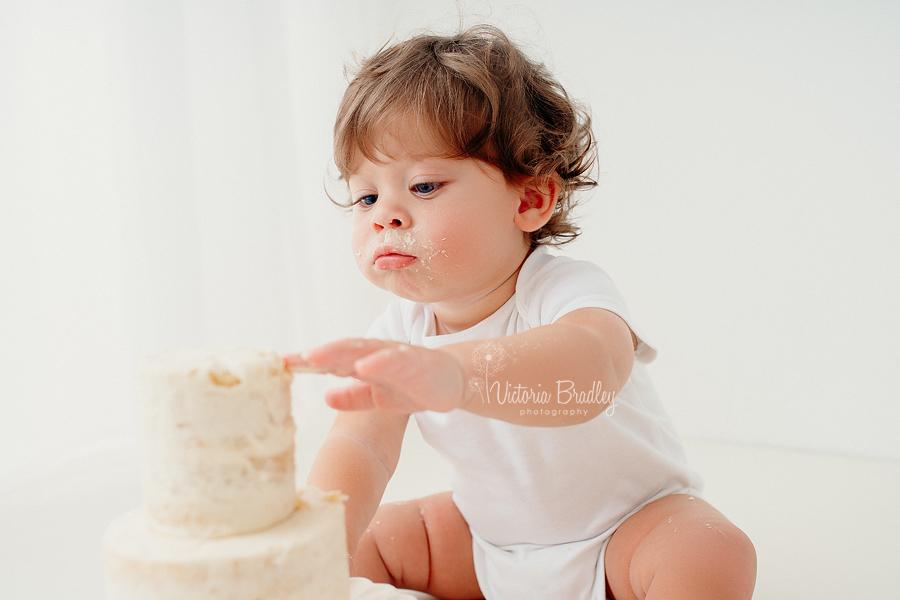 white cake smash photography