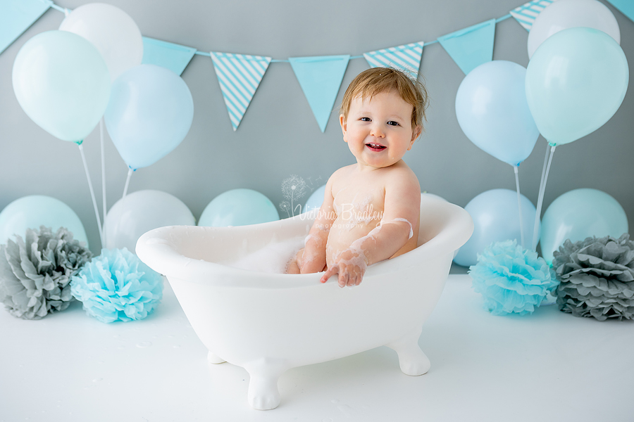 baby boy cake smash bath tub