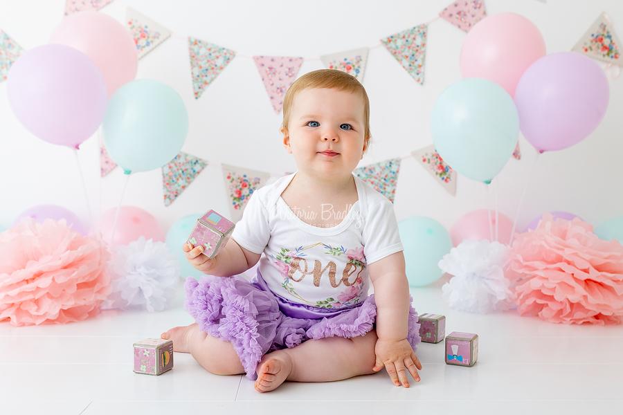 baby girl cake smash pastel