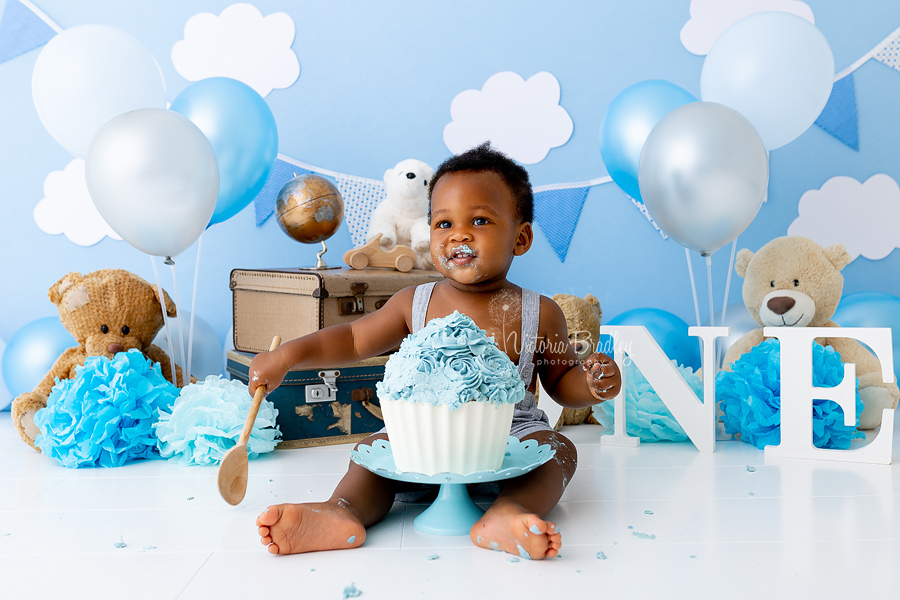 blue and silver cake smash